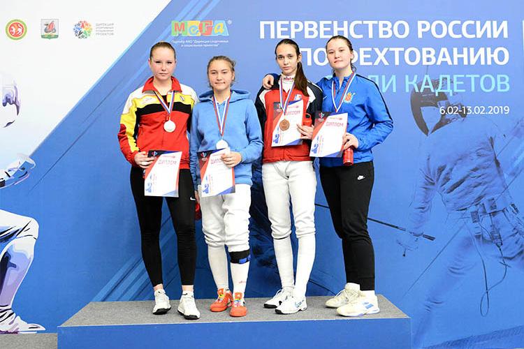 Золото и бронза в соревнованиях по рапире среди девушек