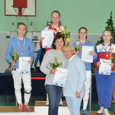 Серебро и бронза рапиристок на турнире в Казани