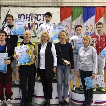 Четыре петербургские медали из Москвы
