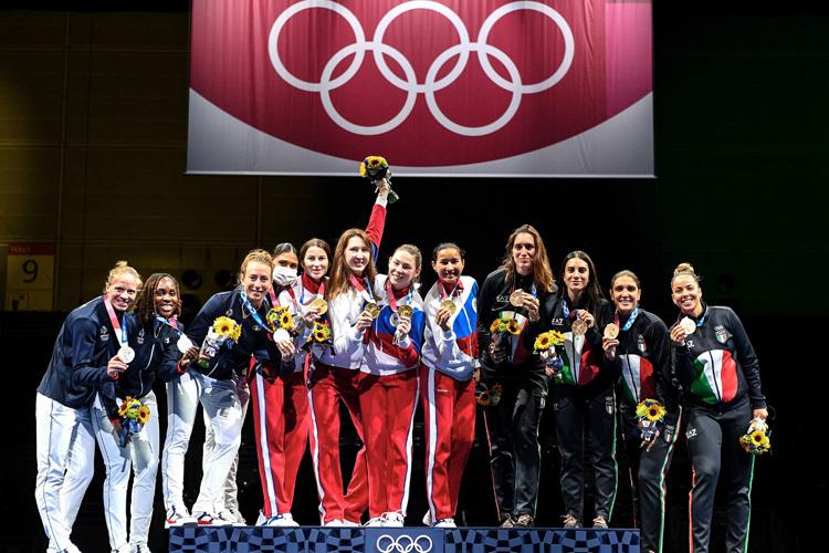 Поздравляем Артема Седова с победой рапиристок в Токио!