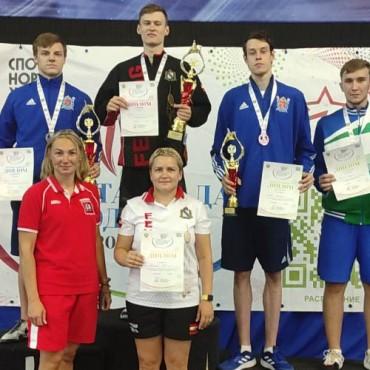 Петербургские рапиристы заняли три призовых места на Спартакиаде молодежи